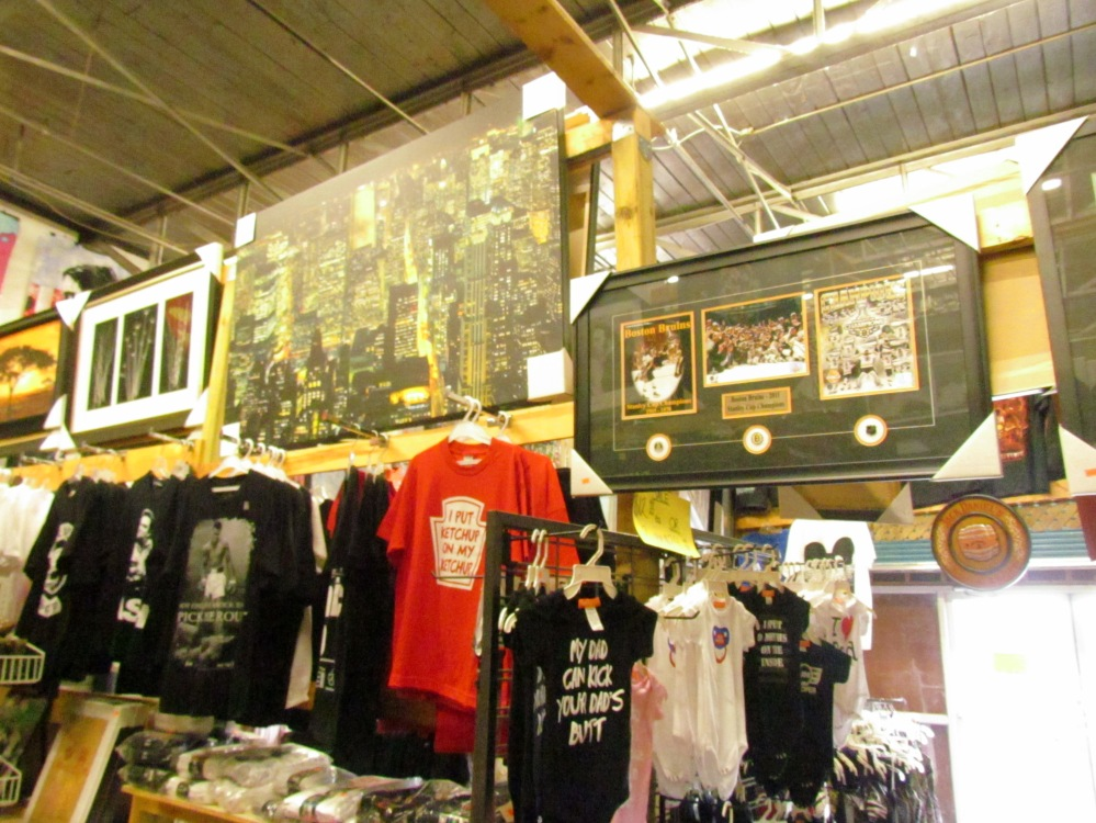 Tees and Pictures Gibraltar Weekend Market London Ontario shopping